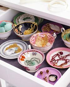 Pretty little bowls used to store jewellery, via Martha Stewart's now defunkt Blueprint