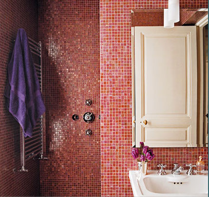 Red tiled bathroom. Big style on one colour