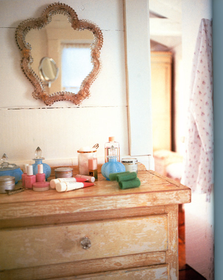 Image scanned from The Shabby Chic Home, Rachel Ashwell.