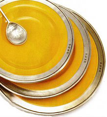 Pewter dinnerware in yellow, Convivio, by Match