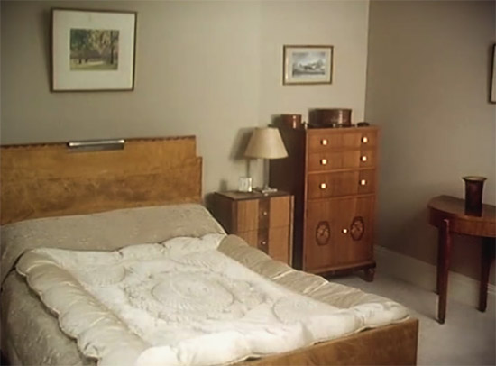 Wooster's bedroom, Jeeves & Wooster