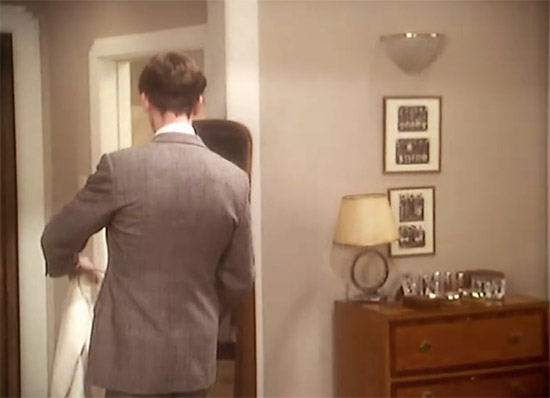 A glimpse of Wooster's vanity top, Jeeves & Wooster