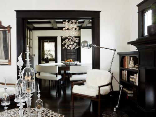 White ceiling with black trim on doors and ceiling really add a statement to the already stark black and white room