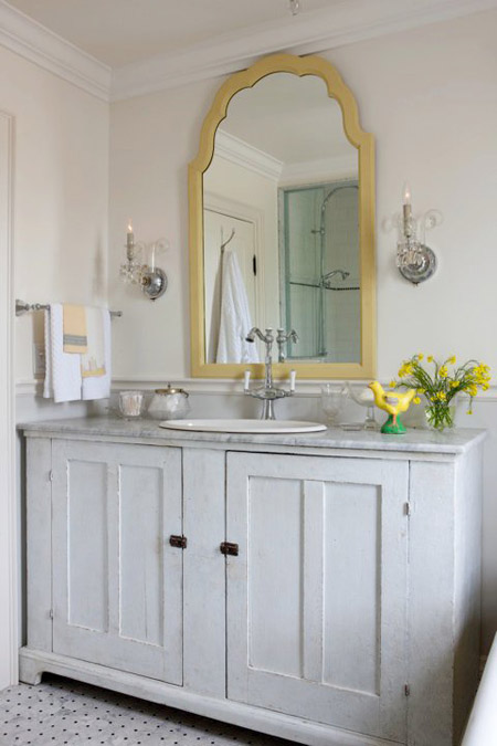 Sarah Richardson's farmhouse's bathroom