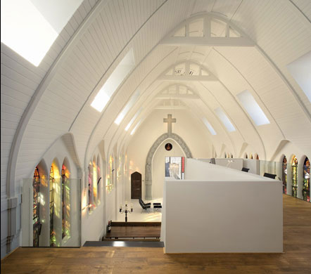 upstairs mezzanine in a converted church, via Zecc