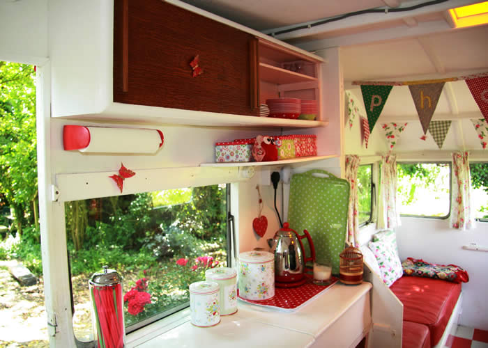 Kitchen pretty in red, via Constance, Snail Trail UK.