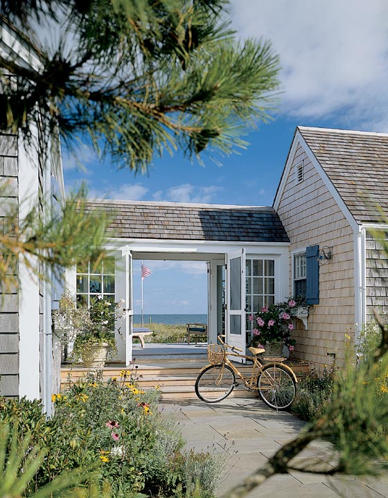Entrance to Chappaquiddick Beach Cottage, via Hutker Architect.