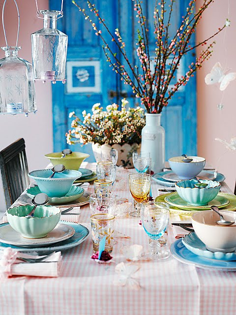 Blue and sea green with white makes for a pretty curated dinnerware set