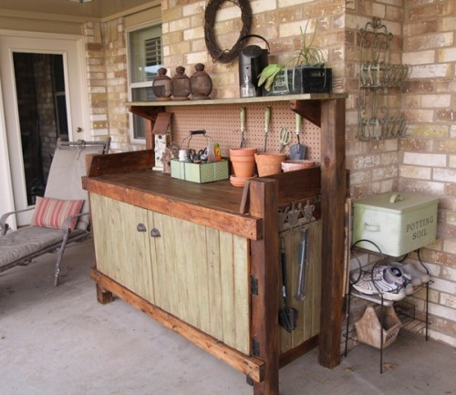 Well stocked potting bench, via Shelterness