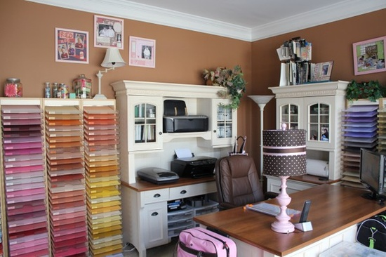 Well equipped craft room, via Pinterest