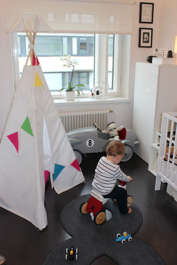 Red teepee with blue and red bunting, via apartment therapy