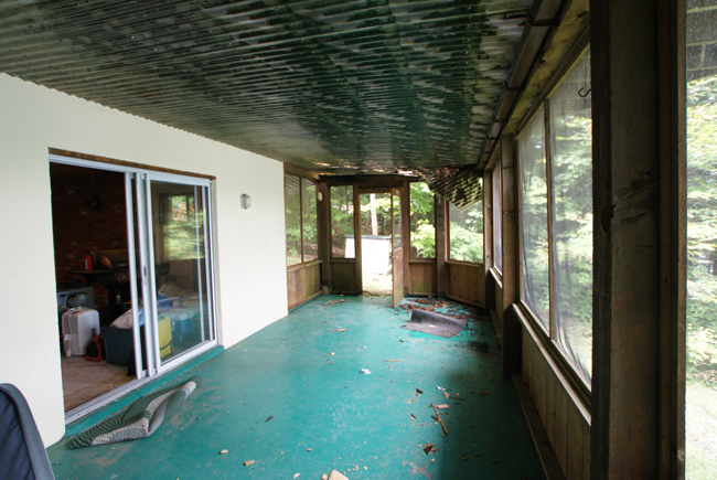 Muskoka room before makeover - Justin & Colin's Cabin Pressure