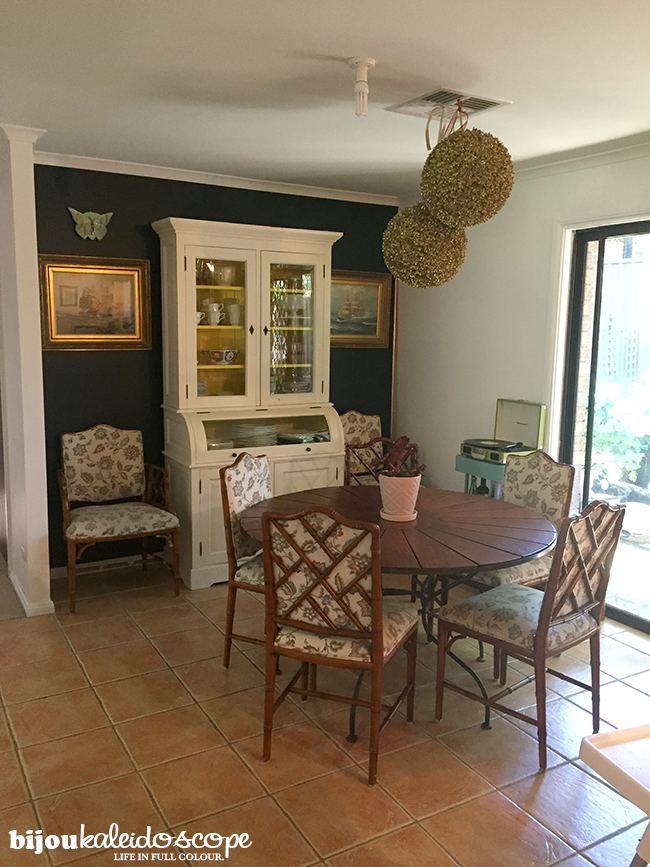Our outdoor dining table in the dining space, trying out the round space @bijoukaleidoscope